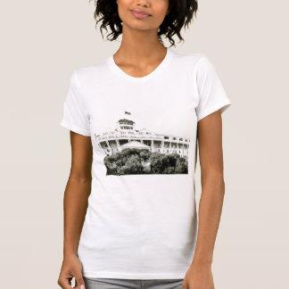 Hotel magnífico, isla de Mackinac, blanco y negro Playera