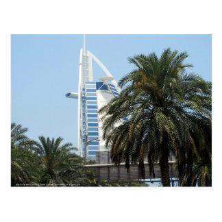 Hotel y palmas árabes del Al de Burj