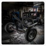 Hotrod en un reloj de pared del garaje