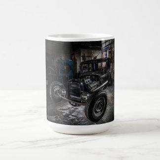 Hotrod en una taza del garaje