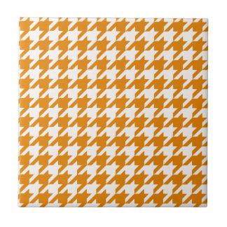 Houndstooth anaranjado quemado 1 azulejo cuadrado pequeño