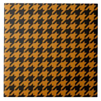Houndstooth anaranjado quemado 2 azulejo cuadrado grande