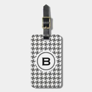 Houndstooth gris clásico de moda con el monograma etiquetas de maletas