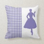 Houndstooth moderno púrpura con la silueta almohadas