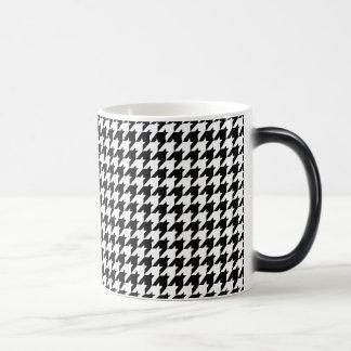 houndstooth pattern 11 oz magic heat Color-Changing coffee mug