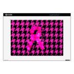 Houndstooth rosado/negro con la cinta de la flor skins para portátil