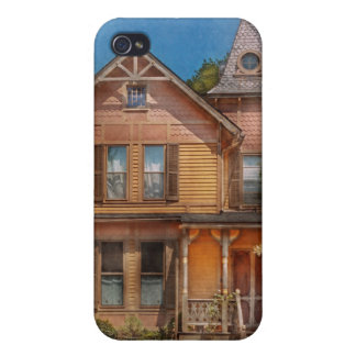 House - Victorian - The wayward inn iPhone 4/4S Covers
