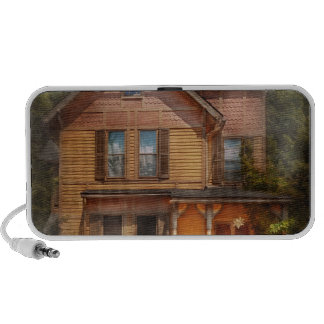 House - Victorian - The wayward inn iPhone Speaker