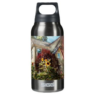 House - Westfield, NJ - The summer retreat Thermos Bottle