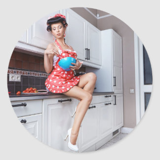 Housewife in the kitchen classic round sticker