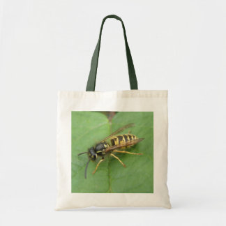 Hoverfly en una bolsa de asas de la hoja