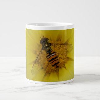 Hoverfly en una taza de la maravilla taza grande