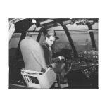 Howard Hughes en el avión de madera del ganso Spru Lienzo Envuelto Para Galerias