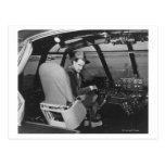 Howard Hughes en el avión de madera del ganso Tarjetas Postales