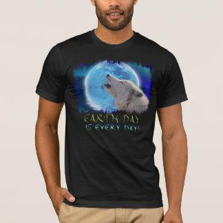 Howling Arctic Wolf & Aurora Earth Day Art T-Shirt