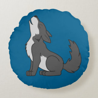 Howling Gray Wolf with Natural Markings Round Pillow