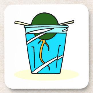 hoyo abstracto del avacado que crece en agua posavasos de bebida
