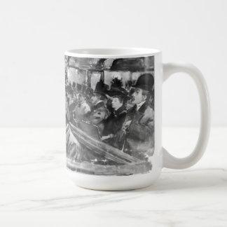 Hoyo de orquesta de teatro de variedades de taza de café