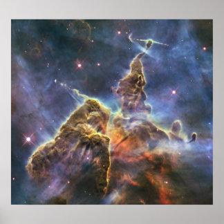 Hubble captura vista de la montaña mística poster
