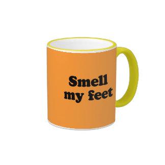 Huela mis pies tazas de café