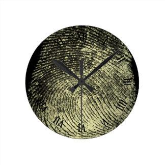 Huella dactilar invertida del lazo reloj redondo mediano