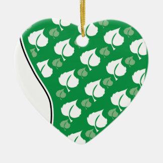 Huella verde adorno de cerámica en forma de corazón