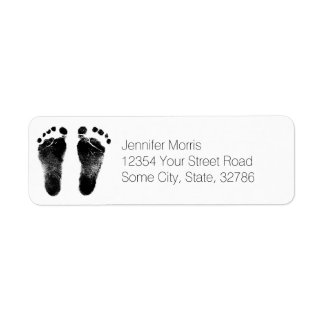 Huellas blancos y negros del bebé etiqueta de remitente