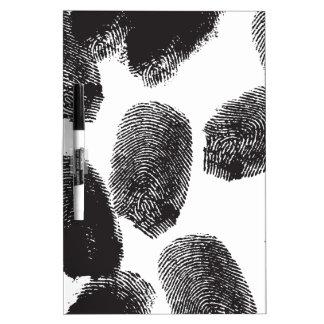 Huellas dactilares tableros blancos