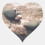 Huellas de la roca pegatinas corazon