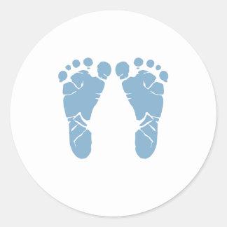 Huellas del bebé azul pegatina redonda