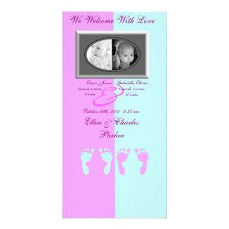 Huellas del bebé (gemelos del muchacho/del chica) tarjeta fotográfica personalizada