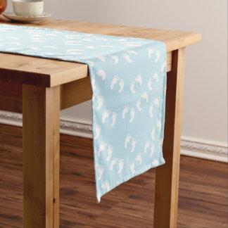 Huellas del bebé (pasos) - azul blanco camino de mesa mediano