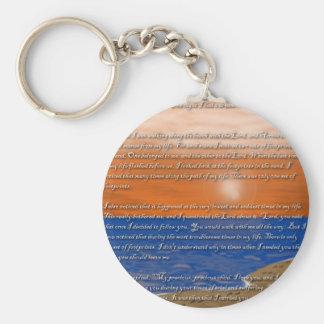 Huellas en el poema de la arena llavero redondo tipo pin