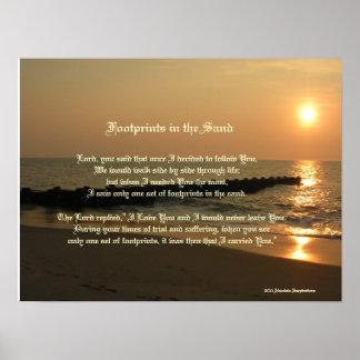 Huellas en el poema y la impresión de la arena póster
