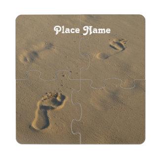 Huellas en la arena posavasos de puzzle