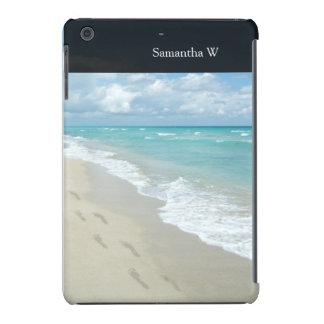 Huellas en la playa de Sandy blanca, aguamarina Carcasa Para iPad Mini