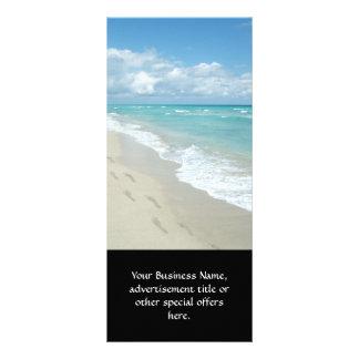Huellas en la playa de Sandy blanca, aguamarina Tarjetas Publicitarias