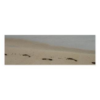 Huellas en la señal de la arena tarjetas de visita mini