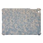Huellas por todo la arena de la playa, rosa azul d