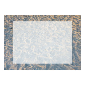 Huellas por todo la arena de la playa, rosa azul invitación 12,7 x 17,8 cm