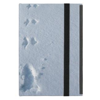 Huellas salvajes del pájaro en nieve iPad mini carcasas