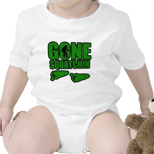 Huellas verdes idas de Squatchin Camisetas
