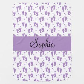 Huellas y corazones púrpuras mantita para bebé