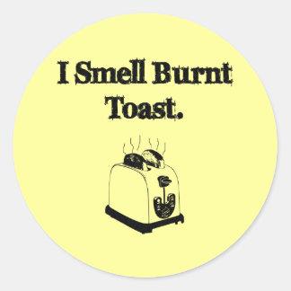Huelo la tostada quemada pegatina redonda