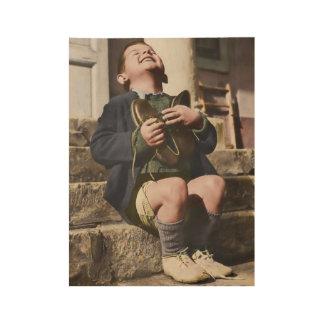 Huérfano austríaco con los nuevos zapatos póster de madera