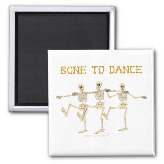Hueso divertido de los esqueletos del baile para b imán cuadrado