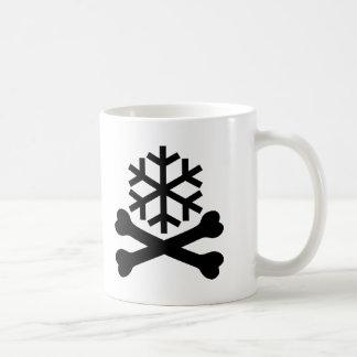 Huesos de la escama de la nieve de la muerte cruza taza de café