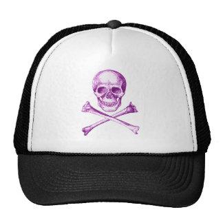 Huesos del cráneo y de la cruz en púrpura gorras