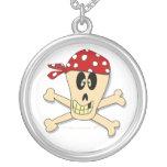 Huesos sonrientes del cráneo y de la cruz del pira pendiente personalizado