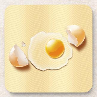 Huevo agrietado posavasos de bebidas